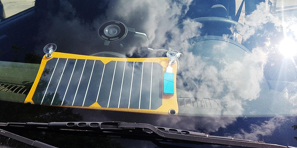 Q-Solar panel az autóban